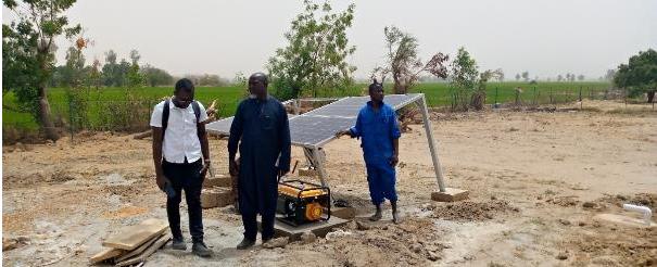 Figure 1: Installation des équipements solaires et énergétique. © GIZ